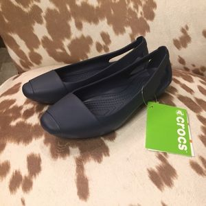 Crocs Sienna Flat in Navy, size 6 NWT
